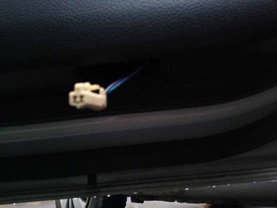 カーテシ―ランプ取外し方法