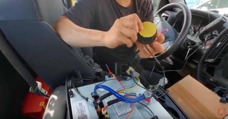 シルバラード テスラナビ取付け動画説明 スピーカー取付け