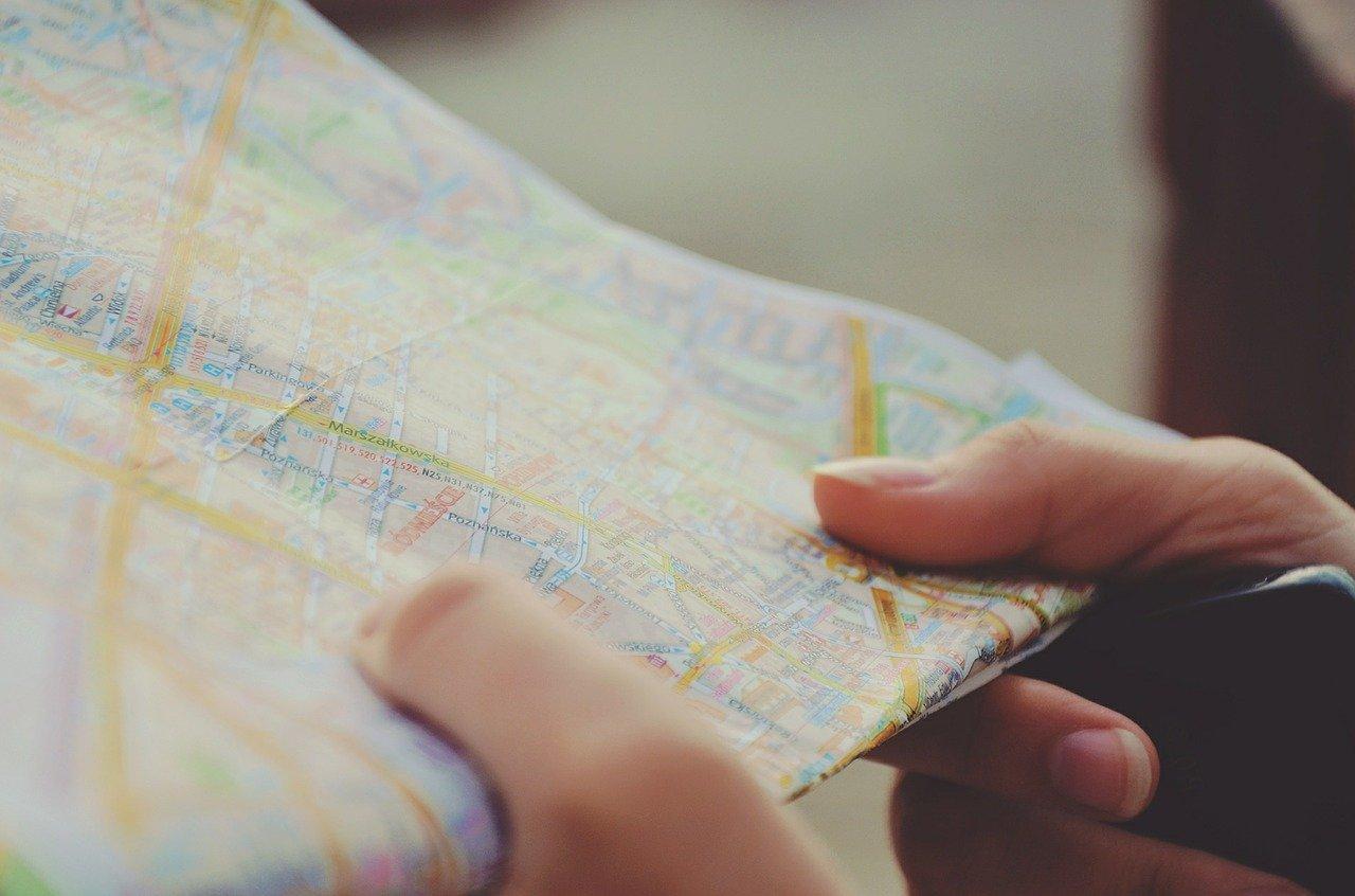 最新型のカーナビに交換すると地図更新が不要になる?