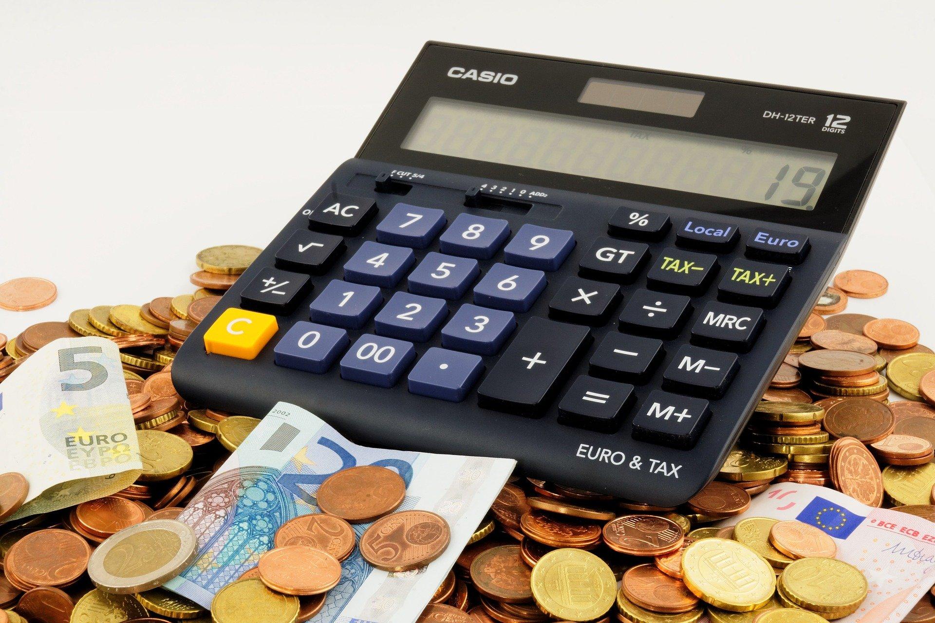 カーナビ交換にかかる取付費用の相場